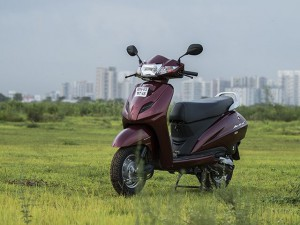 tvs-jupiter-vs-honda-activa-3g-vs-hero-maestro-comparison-review-india-road-test-pics-images-photos-zigwheels-16072015-g00_640x480-300x225